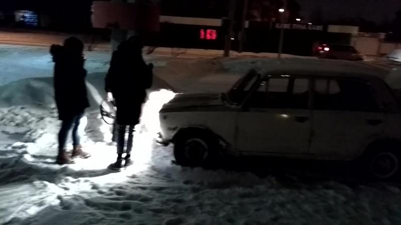 23.02.2018 въебались на ВАЗ2101 в сугроб.