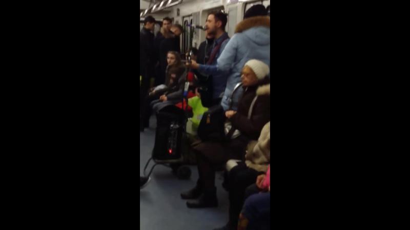 Музыка в метро Это Питер детка