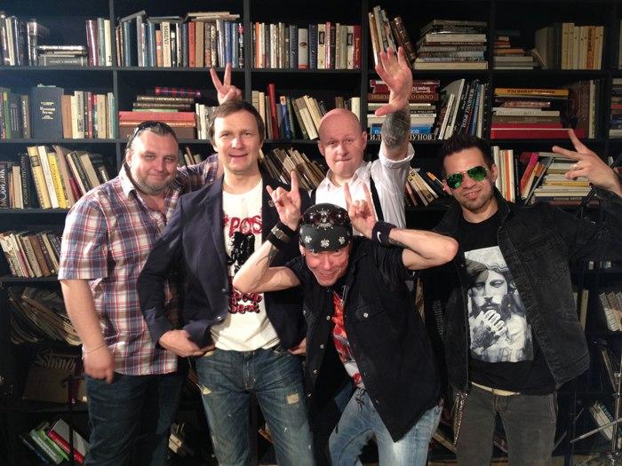 Сюрр-рок группа Unit  опубликовала студийный видеоклип к дебютному альбому
