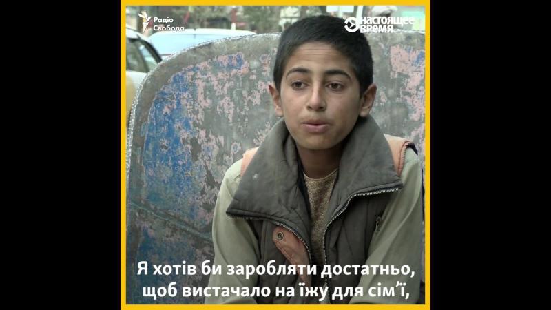 13-річний хлопчик фізичною працею заробляє гроші, щоб прогодувати всю свою сім'ю
