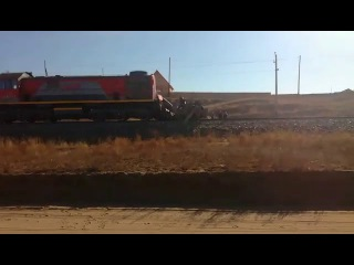 В Бурятии столкнулись поезд и бетономешалка