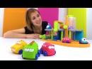 Видео для детей. Машинки собирают дом с Машей Капуки