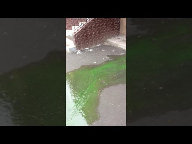Жесть Шок Ядовито зелёная вода льётся с крыши город Днепродзержинск Каменское 08