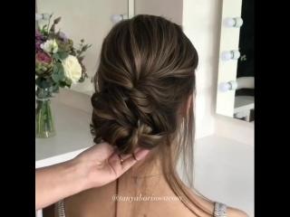 Пучок ассиметричный на прямых волосах (с озвучкой)