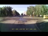 Пешеходы пожалуйста переходите дорогу на зелёный свет