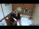 13 Мама почти голая в одном халате бреет свои сексуальные ножки