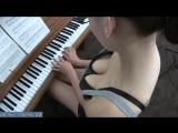 52-Люблю наблюдать за сестрой с верху когда она играет на пианино
