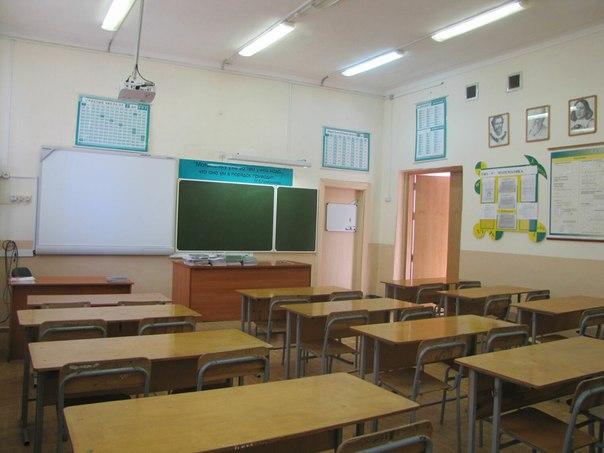 В Сосновоборске пьяный мужчина вошел в школу и избил учительницу   Инц