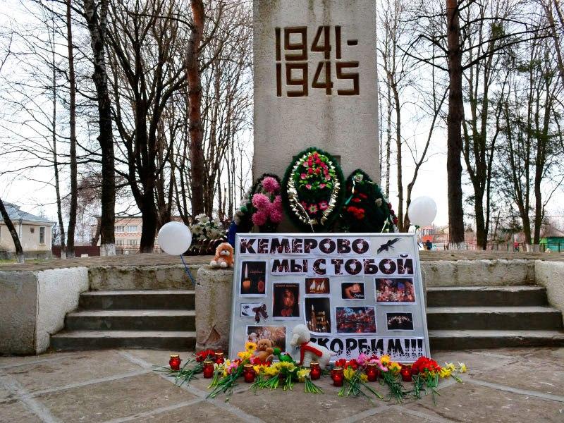В день общенационального траура в населенных пунктах Зеленчукского района прошли траурные митинги и акции памяти