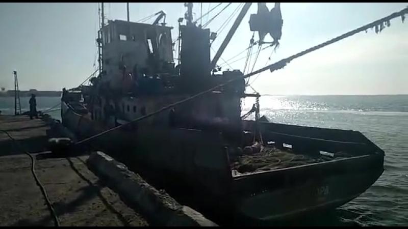 Прикордонники затримали судно-порушник під прапором РФ