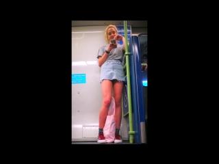 Tall teen in short skirt upskirt | молоденькие ,candid , под юбкой