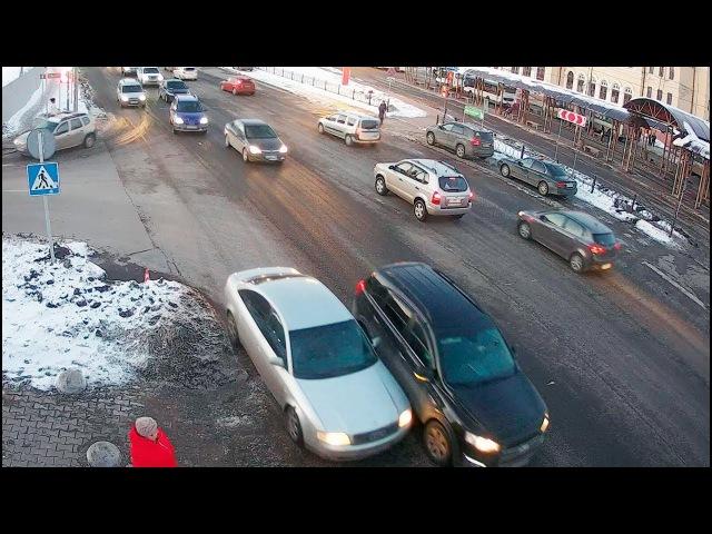 ДТП в Серпухове. Внезапно повернула... (видео со звуком). 16 марта 2018г.
