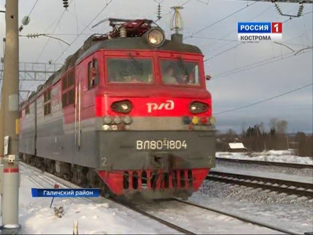 Жители Галичского района вынуждены часами терять время у ж/д переезда у станции ...