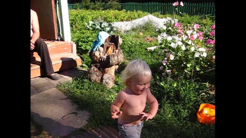 (01)08.2012 дети и дед саша MVI_4666