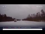 Скорая помощь мчалась по заснеженной дороге без заднего колеса в Коми