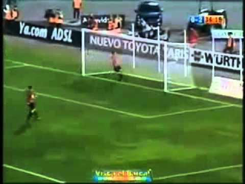Ronaldinho Messi - Melhor assistência para a finalização perfeita
