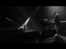 Crawling (One More Light Live) - Linkin Park.