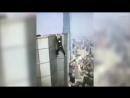 Китайский руфер упал с 62 этажа