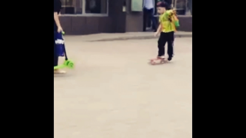 Осваиваем скейт 😁👌👏👏👏