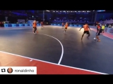 Роналдиньо на футзальном турнире в Индии