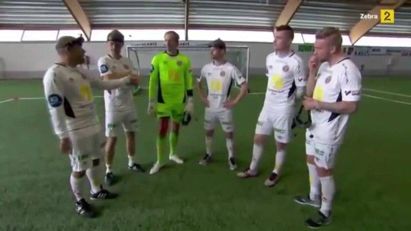 Самый смешной футбол в очках виртуальной реальности