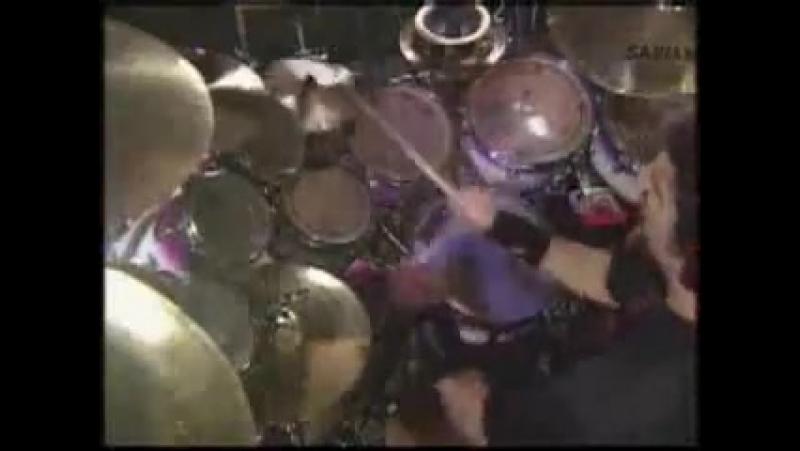 Joy Jordison прсто нуб по сравнению с ним Mike Portnoy