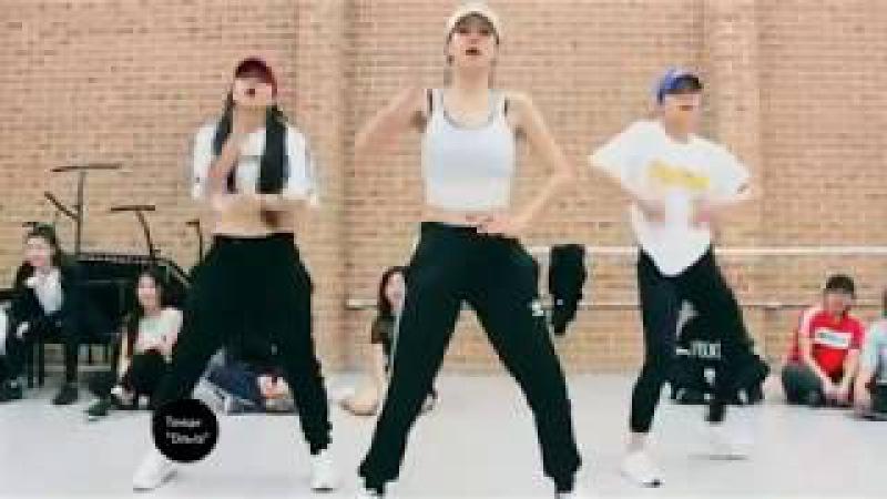 Вот это двигаются)нереально классно танцуют7