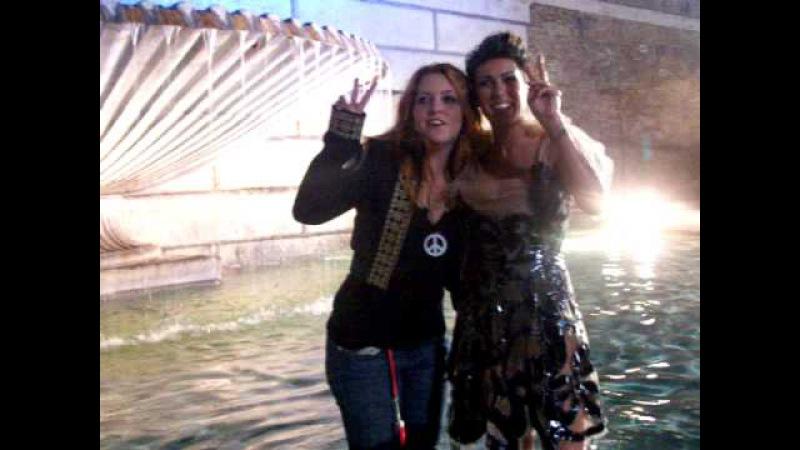 Noemi e Syria bagno nella fontana di Piazza del Popolo al COCA-COLA LIVE @ MTV