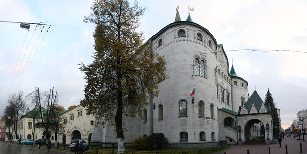 Крайняя башня Государственного банка.