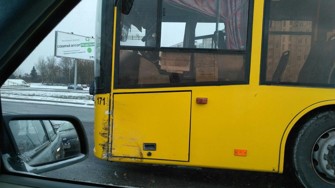 """В результате ДТП с участие такси на """"вульковском кольце"""" травмирован пассажир автобуса"""