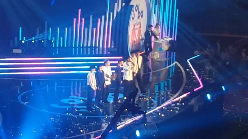 [FANCAM] 170920 Soribada Best K-Music Awards @ EXO - The Eve Kokobop Daesang