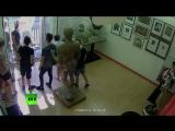 Европа: белые дети разглядывают гей-порно в музее гомо-эротики в Барселоне, а за окном мусульманин на грузовике давит прохожих