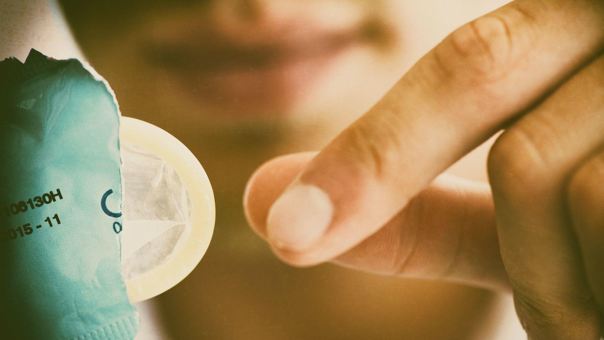 Как сделать это с презервативом 205