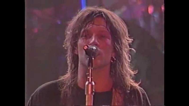 Bon Jovi: Jon Bon Jovi flirting with his fans, Livin' On A Prayer (Live in Tokyo 1988)