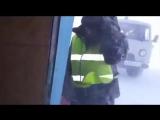 Взлетающий самолет раскидал посылки по аэродрому на Камчатке