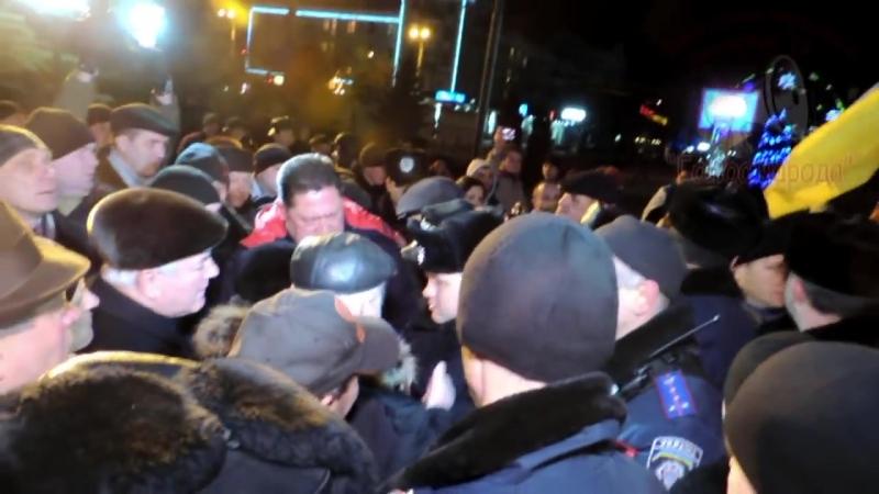 Луганск.11 января,2014.Киевские активисты Евромайдана приехали в Луганск и столкнулись с сопротивлением.