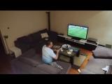 Жена жестко разыграла мужа во время просмотра футбола!