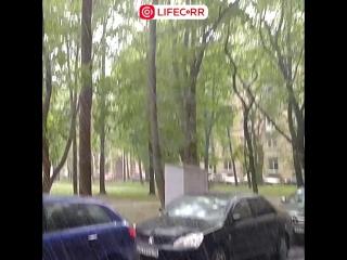 Утренний град на улице Типанова