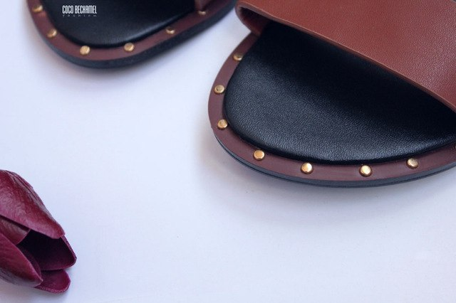 Стильные сандалии с клепками за 790 рублей