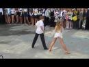 Как надо танцевать на школьных праздниках. Танец на выпускном в Украине.