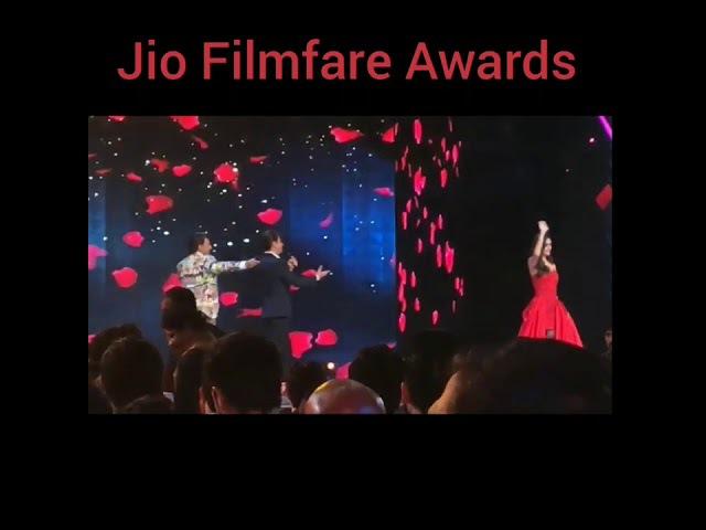 Manushi Chhillar Performance At Jio Filmfare Awards With Shah Rukh Khan And Ranveer Singh
