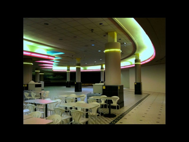 The Killing Moon- Echo the Bunnymen (playing in an empty shopping centre)