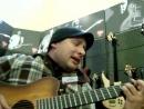 Парень - классно поёт и играет на гитаре ~Киев -07.10.2010-