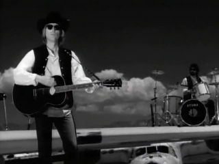 Tom Petty & The Heartbreakers - Learning To Fly ᴴᴰ (Official Video)