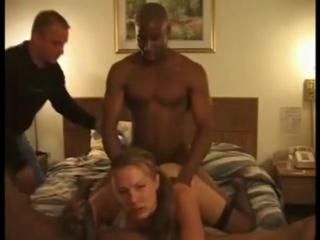 Муж снимает как два негра ебут его жену
