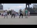 Пацаны классно танцуют,их музыка в наше время