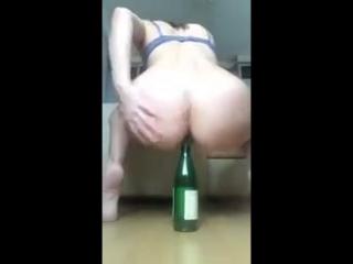 porno-video-foto-butilki-v-pope-devushki