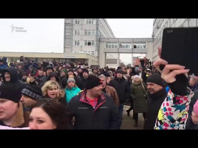 Губернатор Подмосковья Воробьев Единая Р убегает от жителей Волоколамска