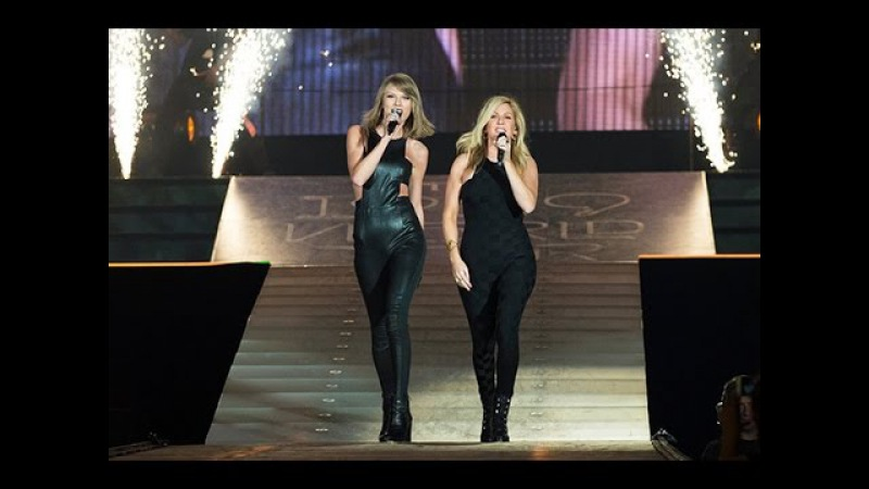 Taylor Swift Ellie Goulding singing/cantando ''Love me like you do'' in the/en el 1989 World Tour