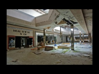 Gary Jules and Michael Andrews- Mad World (playing in an empty shopping centre)